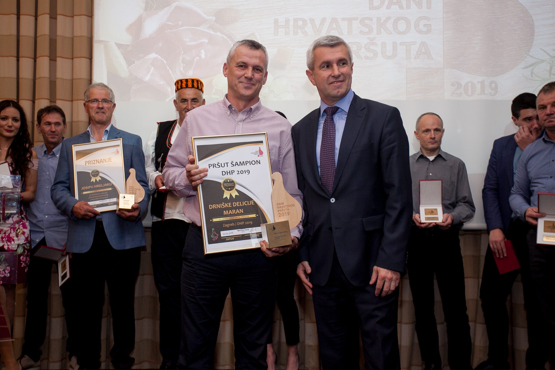 Zoran Ćevid, vlasnik šampionskog pršuta i Tugomir Majdak, državni tajnik u MInistarstvu poljoprivrede